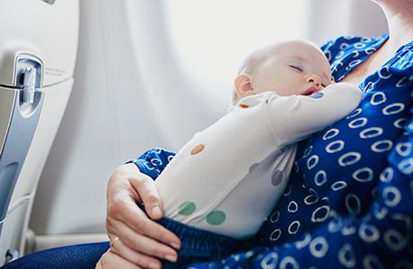 Flyrejser med baby: fakta, tips og ofte stillede spørgsmål