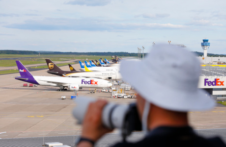 Planespotting: Aircraft fans among themselves